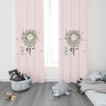 Gözlüklü Küçük Kız ve Köpeği Kız Çocuk Odası Fon Perdesi-DKCF-1043