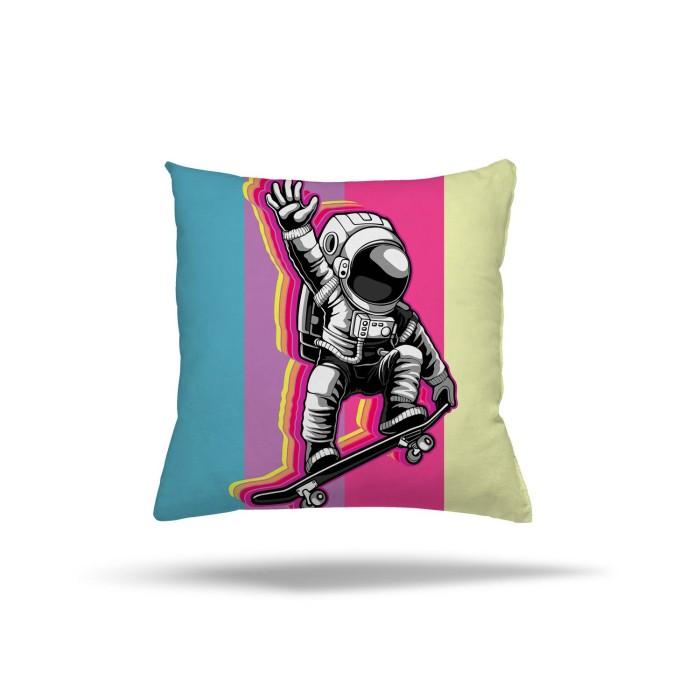 Kaykay Yapan Astronot Çocuk Odası Kırlent
